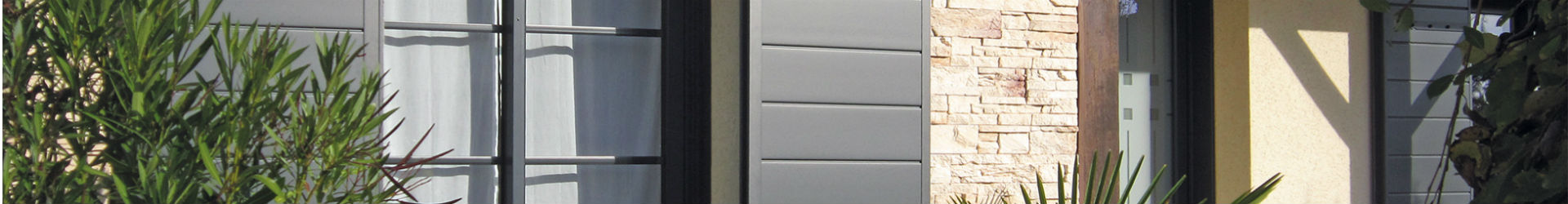 fen tres volets portes d 39 entr e le cr dit d 39 imp t est. Black Bedroom Furniture Sets. Home Design Ideas